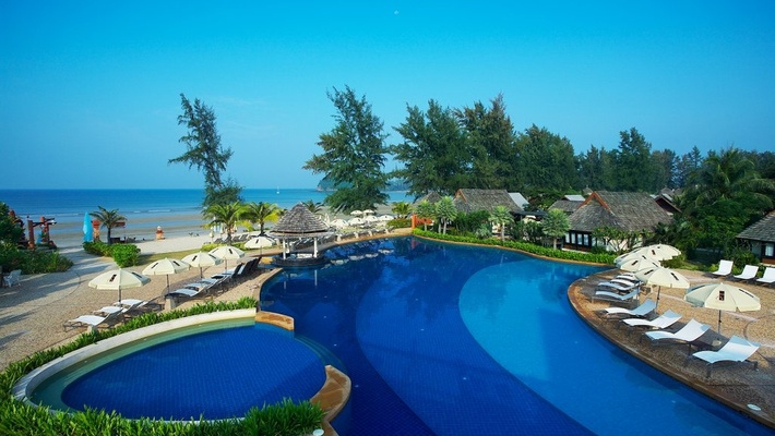 Swimming Pool Complex Beach Bar Lanta Cha Da Resort